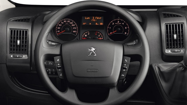 /image/69/0/peugeot-boxer-photo-interior-2-1920.173690.jpg